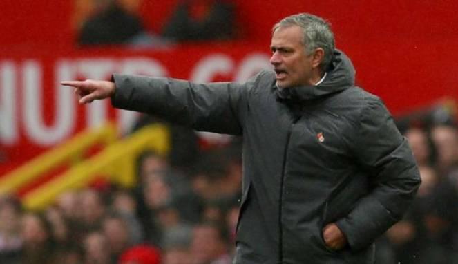 MU Tertinggal 8 Poin dari ManCity, Mourinho Tak Ambil Pusing